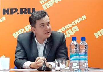 Адвокат Дмитрий Янин на пресс-конференции по делу врачей